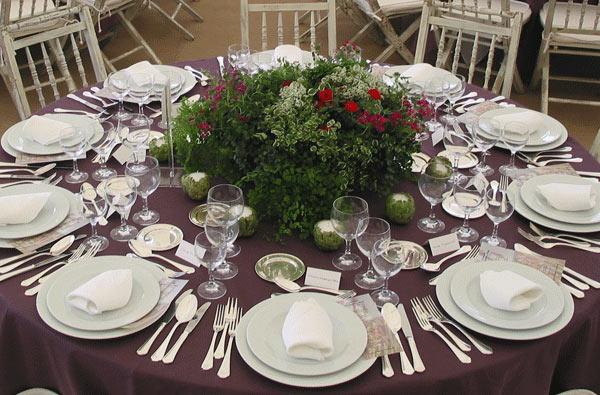 Decoração de casamento rústica, foto da mesa dos convidados e arranjos da mesma