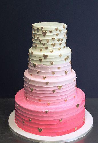 Bolo rosa de casamento