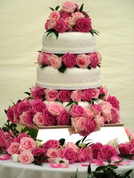 Bolo floral com rosas de casamento