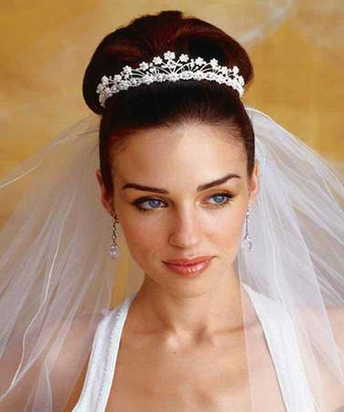 Penteado de casamento preso com véu