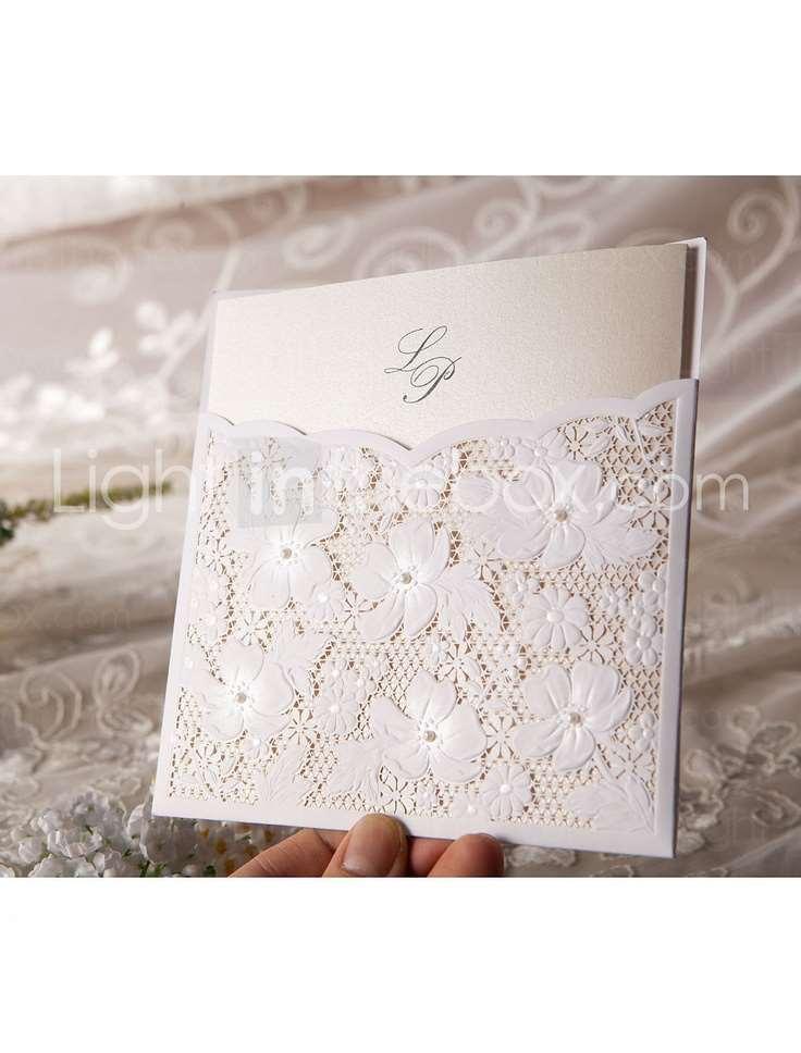 convite de casamento delicado com renda artesanal